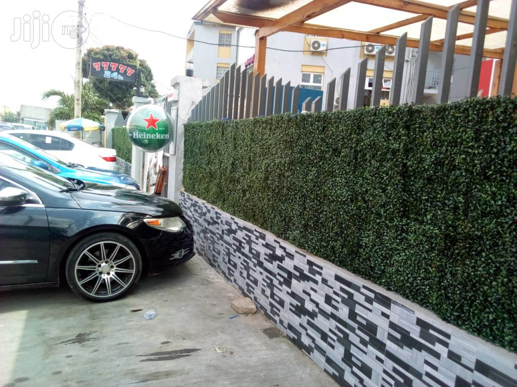 Fence With Synthetic Wall Plants Design