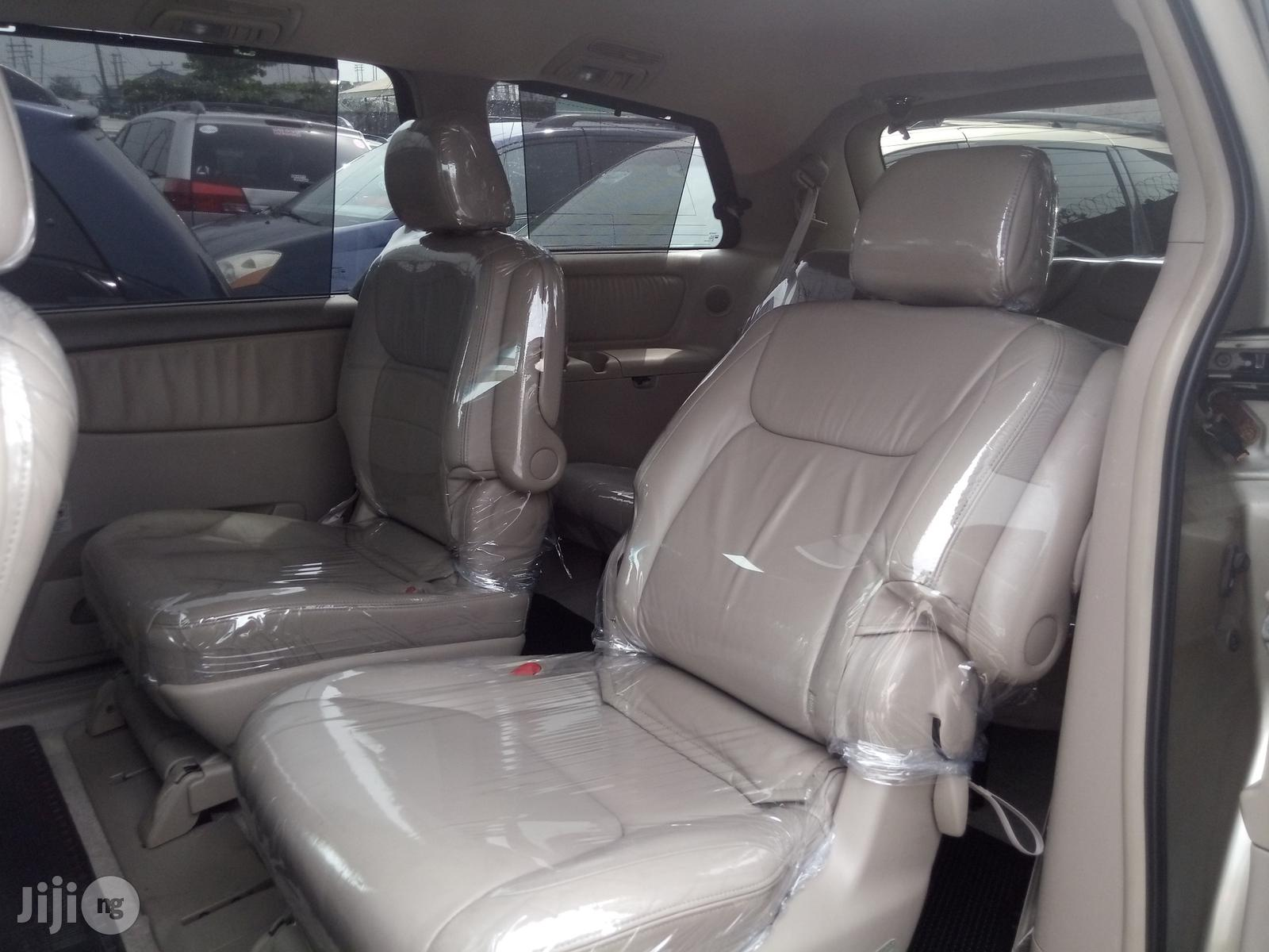 Toyota Sienna 2006 Gold | Cars for sale in Apapa, Lagos State, Nigeria
