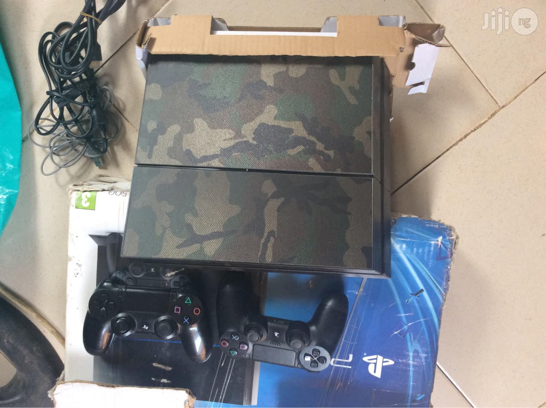 Playstation 4 + God Of War + FIFA 19 + 3 More Games