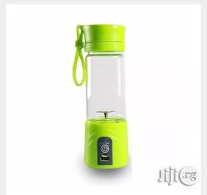 Smoothie Maker / Rechargeable And Portable Blender And Juice Maker | Kitchen Appliances for sale in Lagos State, Ilupeju