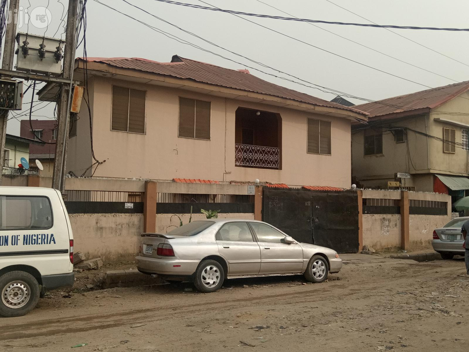 3 Bedroom Flat for Sale   Houses & Apartments For Sale for sale in Surulere, Lagos State, Nigeria
