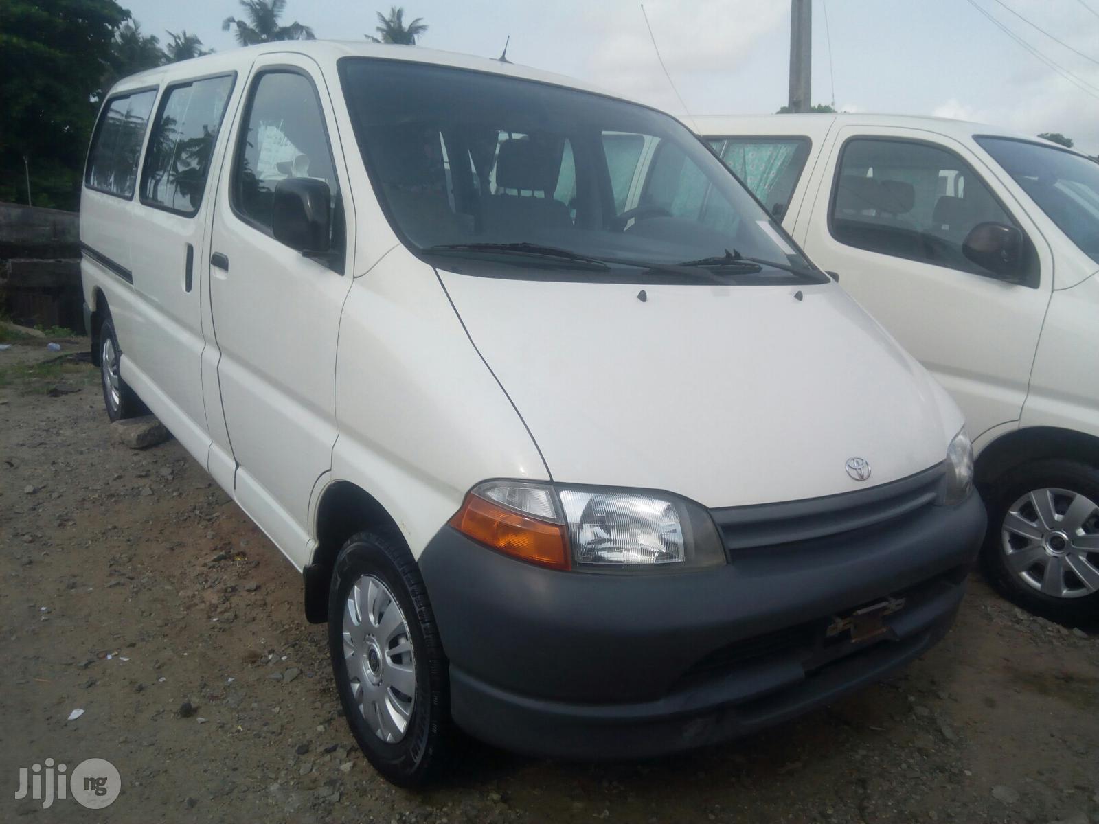 Toyota Hiace 2000 White