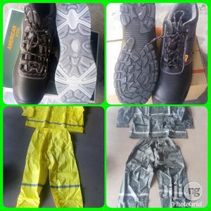 America Steel Toe Boot & Raincoat   Clothing for sale in Abuja (FCT) State, Jikwoyi