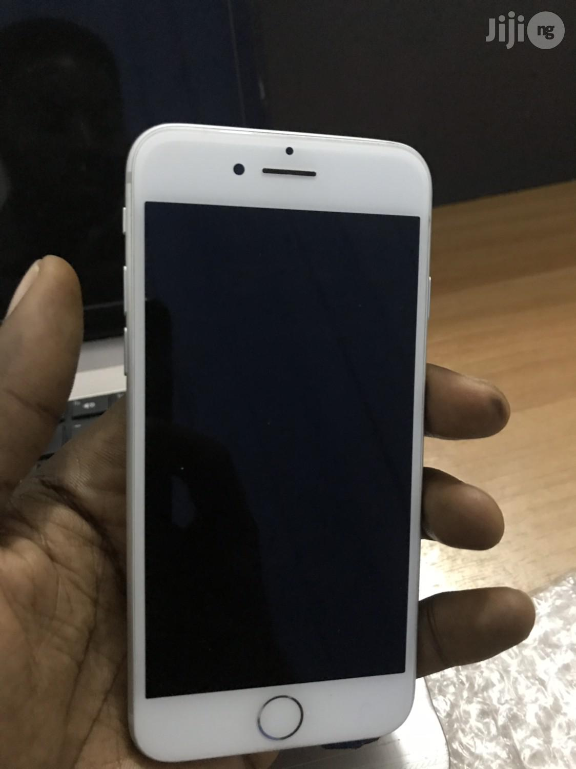 Archive: Apple iPhone 7 128 GB Silver