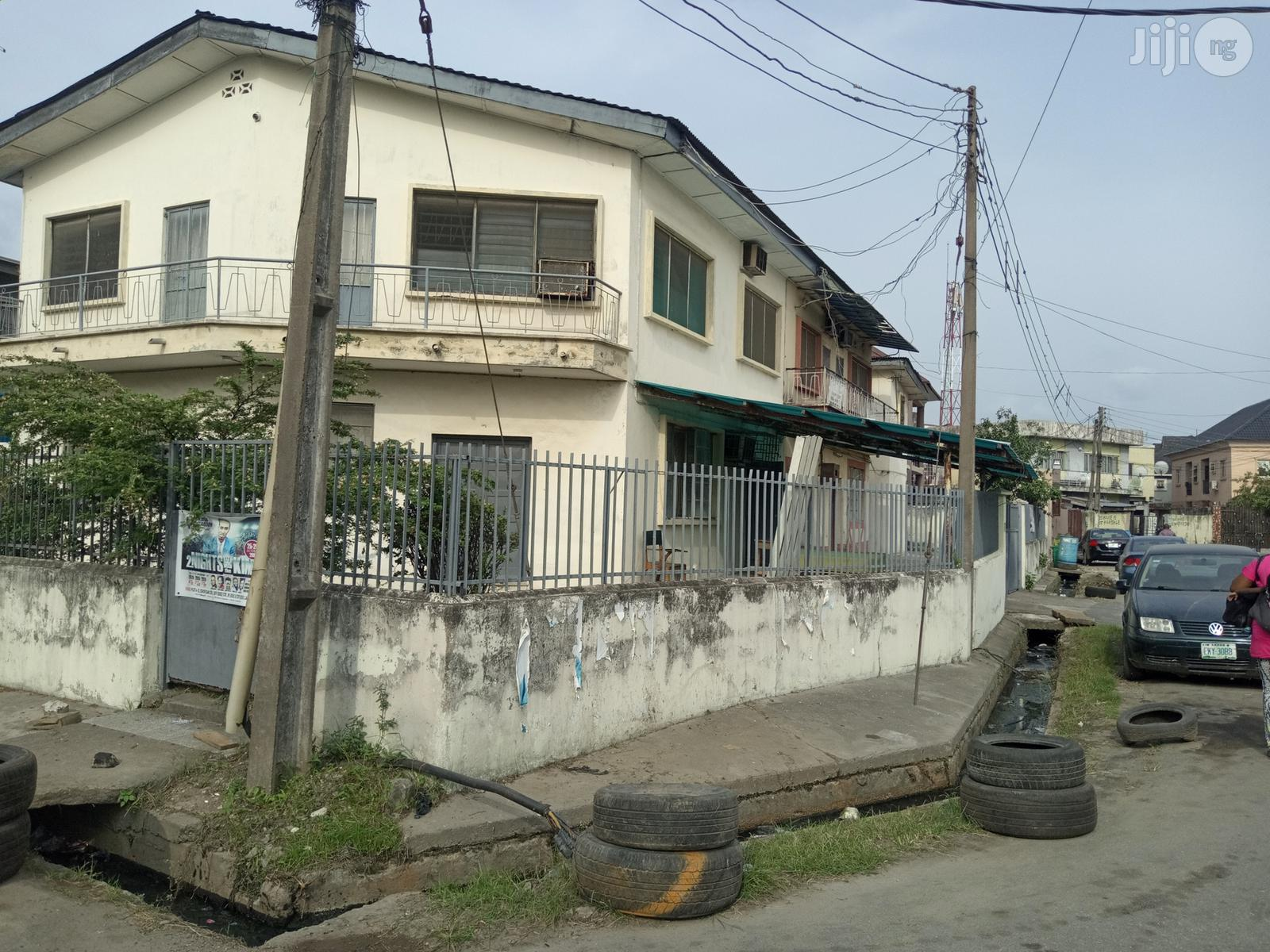 Block Of 4 Flats Of 3 Bedroom Flat At Rauf Williams Off Adelabu For Sale   Houses & Apartments For Sale for sale in Surulere, Lagos State, Nigeria