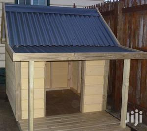 Outdoor Kennel Peak Roof With Food Bowl (Xl Extra Large Fibreglass ) | Pet's Accessories for sale in Lagos State, Ikorodu