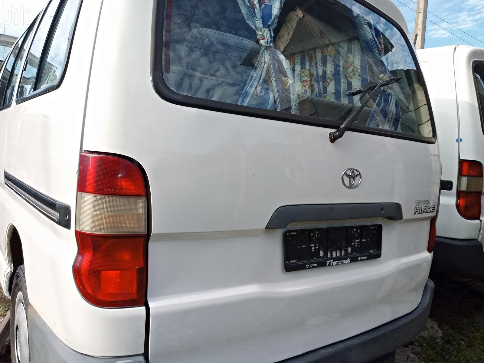 Toyota HiAce 2001 White | Buses & Microbuses for sale in Apapa, Lagos State, Nigeria