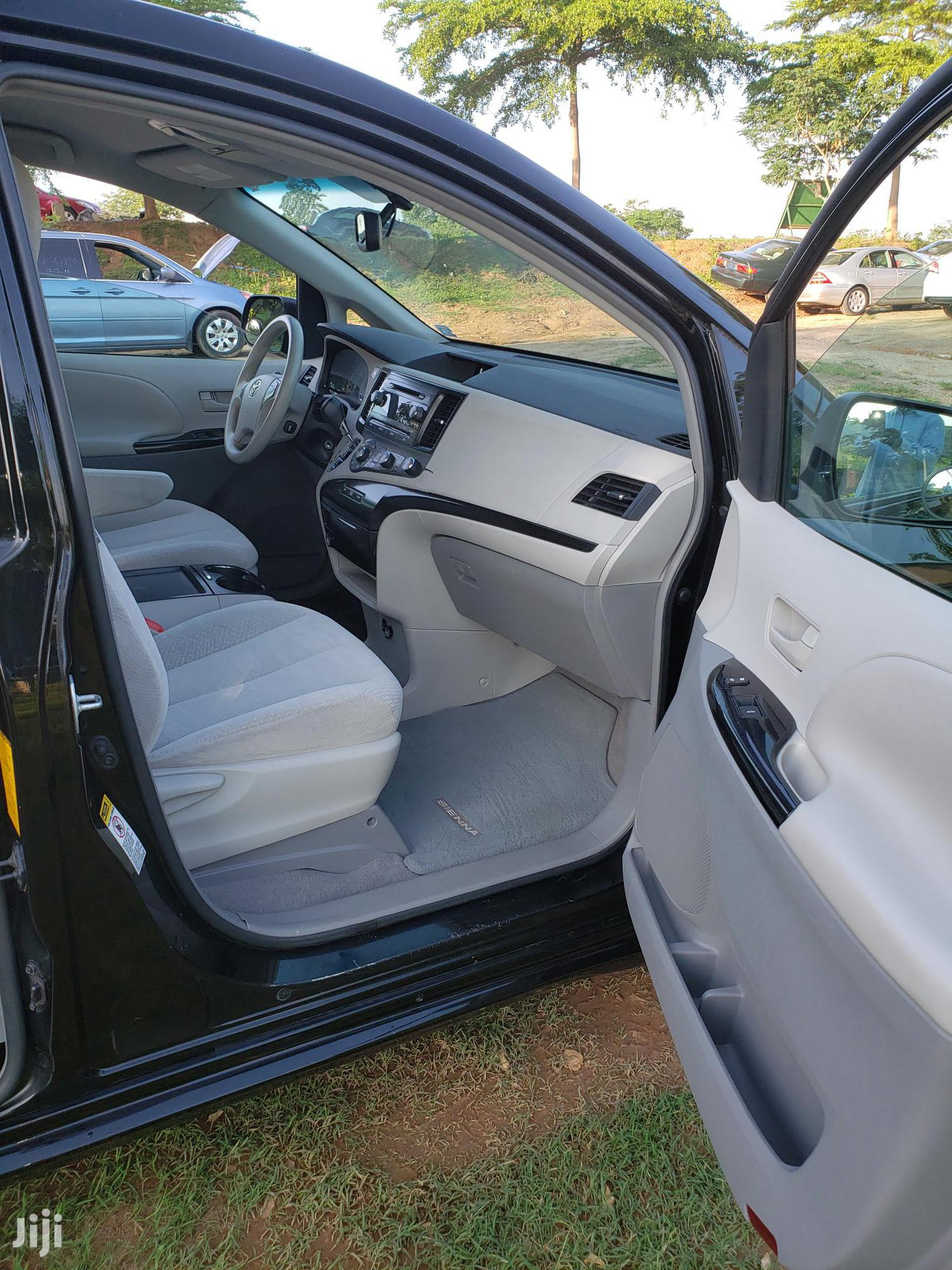 Toyota Sienna 2011 LE 7 Passenger Mobility Black | Cars for sale in Galadimawa, Abuja (FCT) State, Nigeria