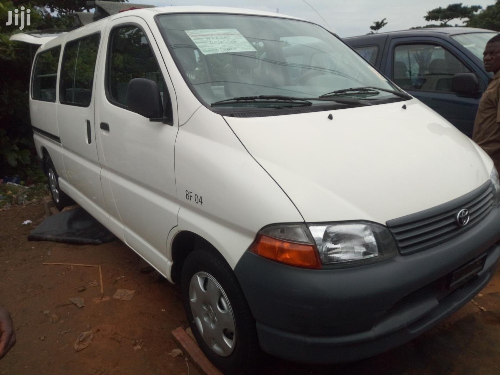 Toyota HiAce 2001 White