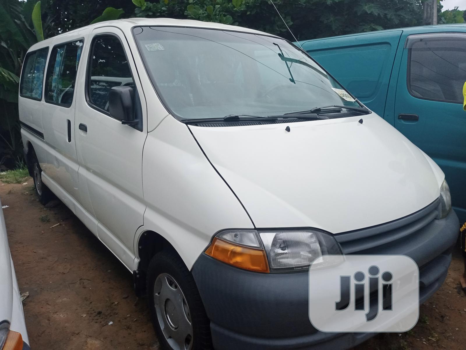 Toyota Hiace 2002 White