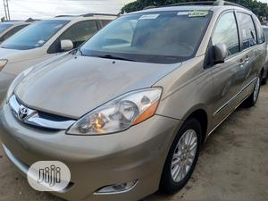 Toyota Sienna 2008 XLE Limited 4WD Gold | Cars for sale in Abuja (FCT) State, Central Business District