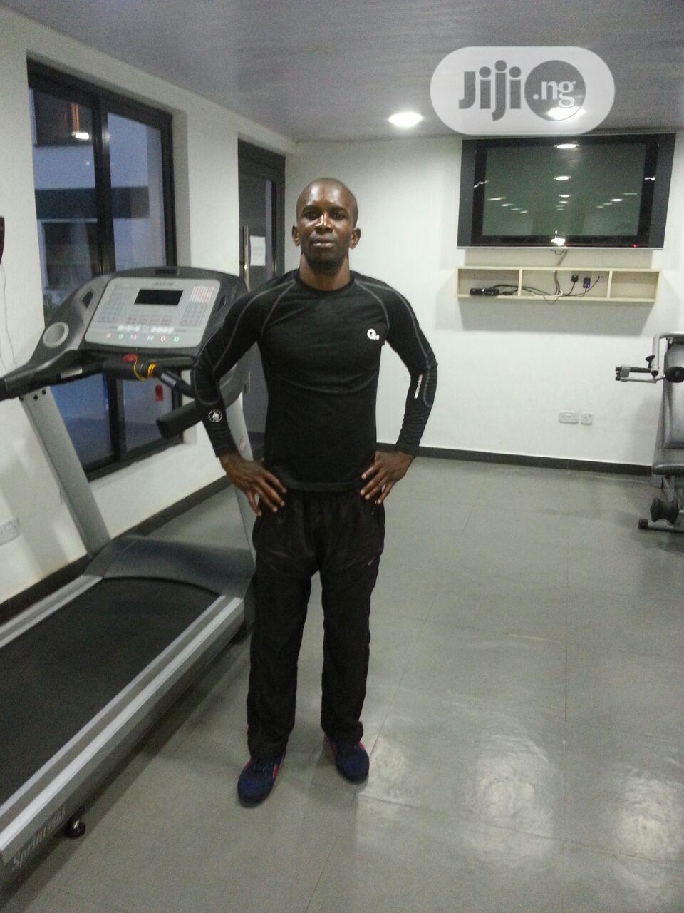 Certified Personal Trainer On Entire Body Workout Program.