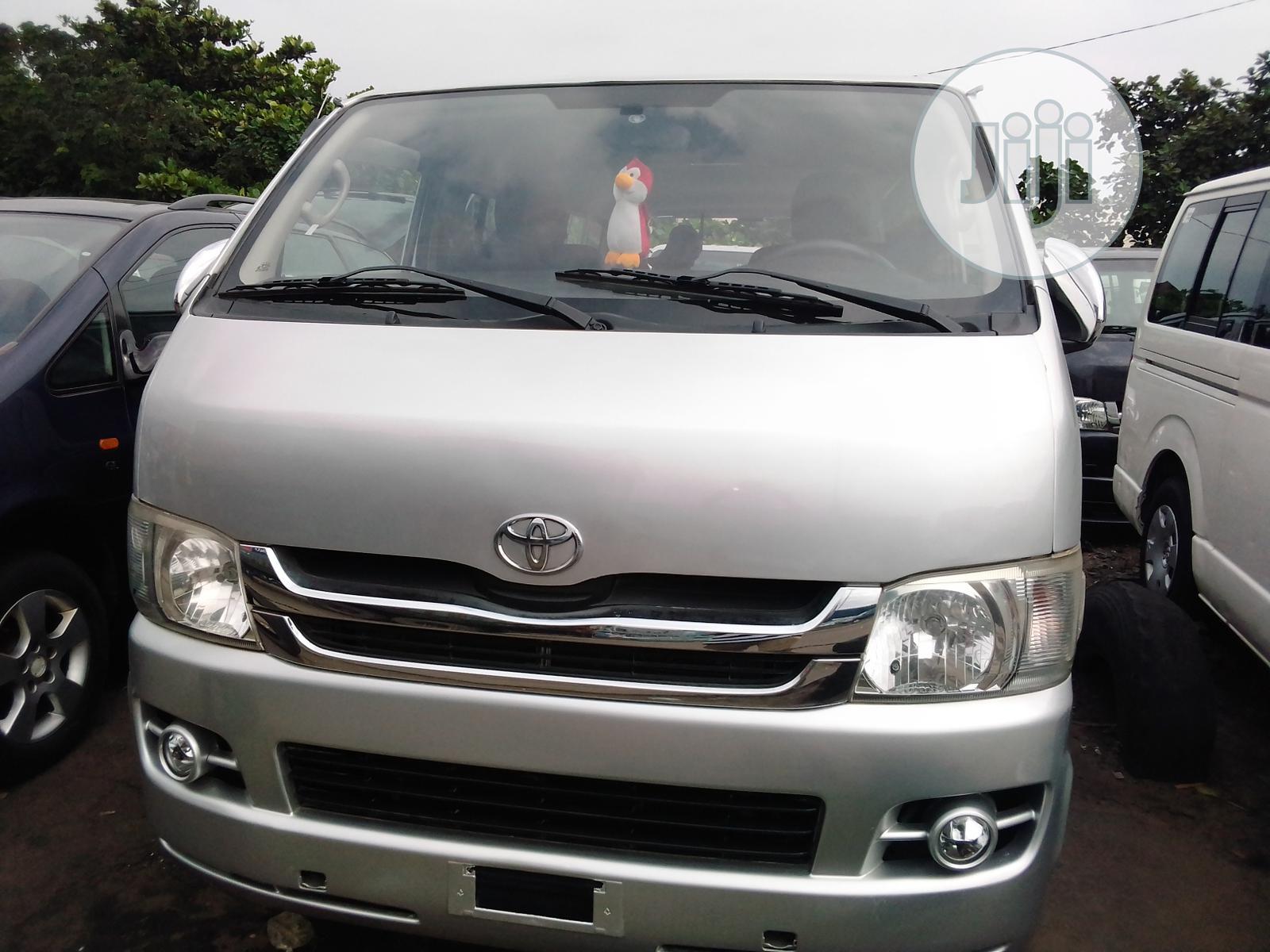 2010 Toyota Hiace Bus