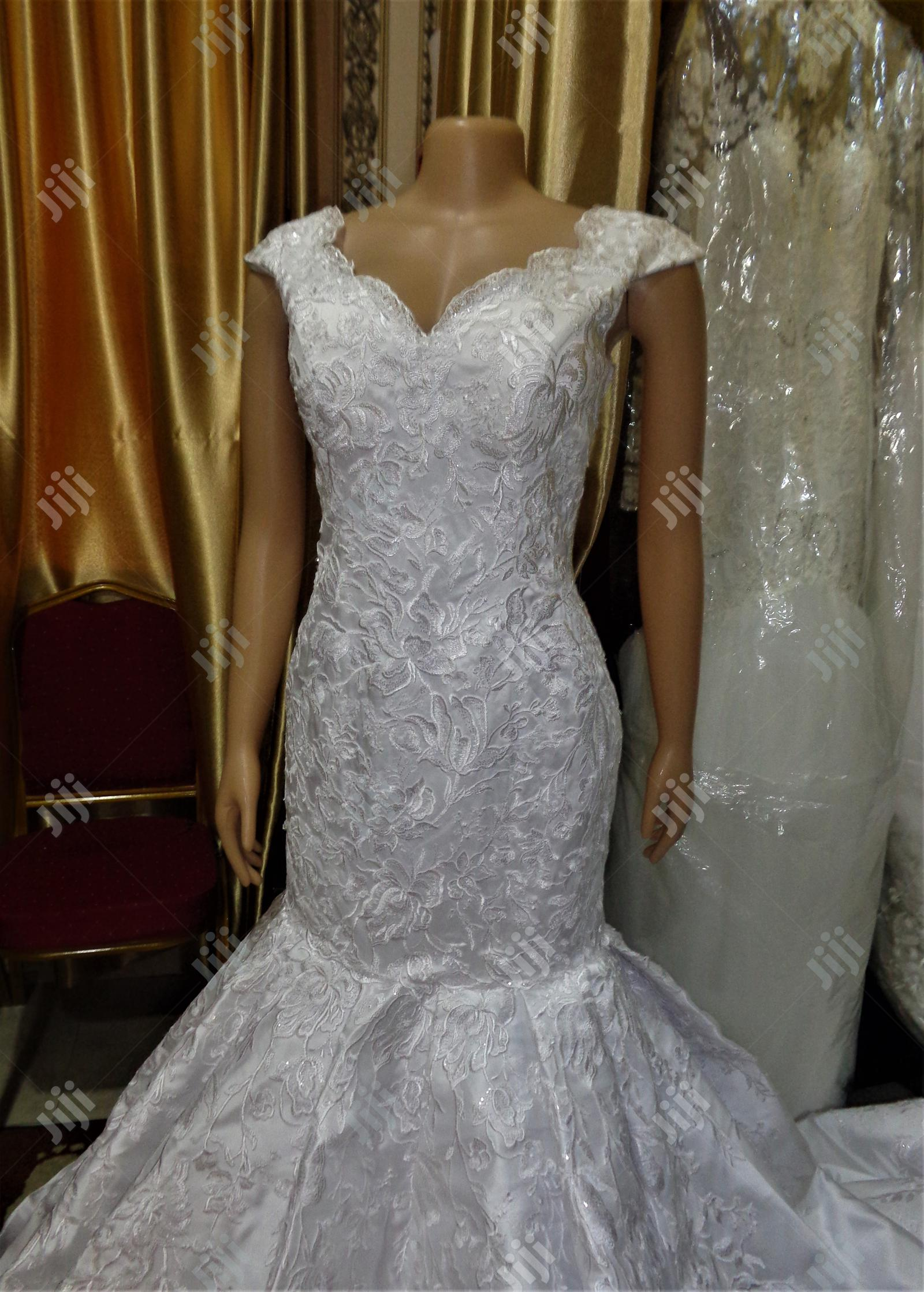 Wedding Gown for Rent With Veil, Basket Robe   Wedding Wear & Accessories for sale in Magodo, Lagos State, Nigeria