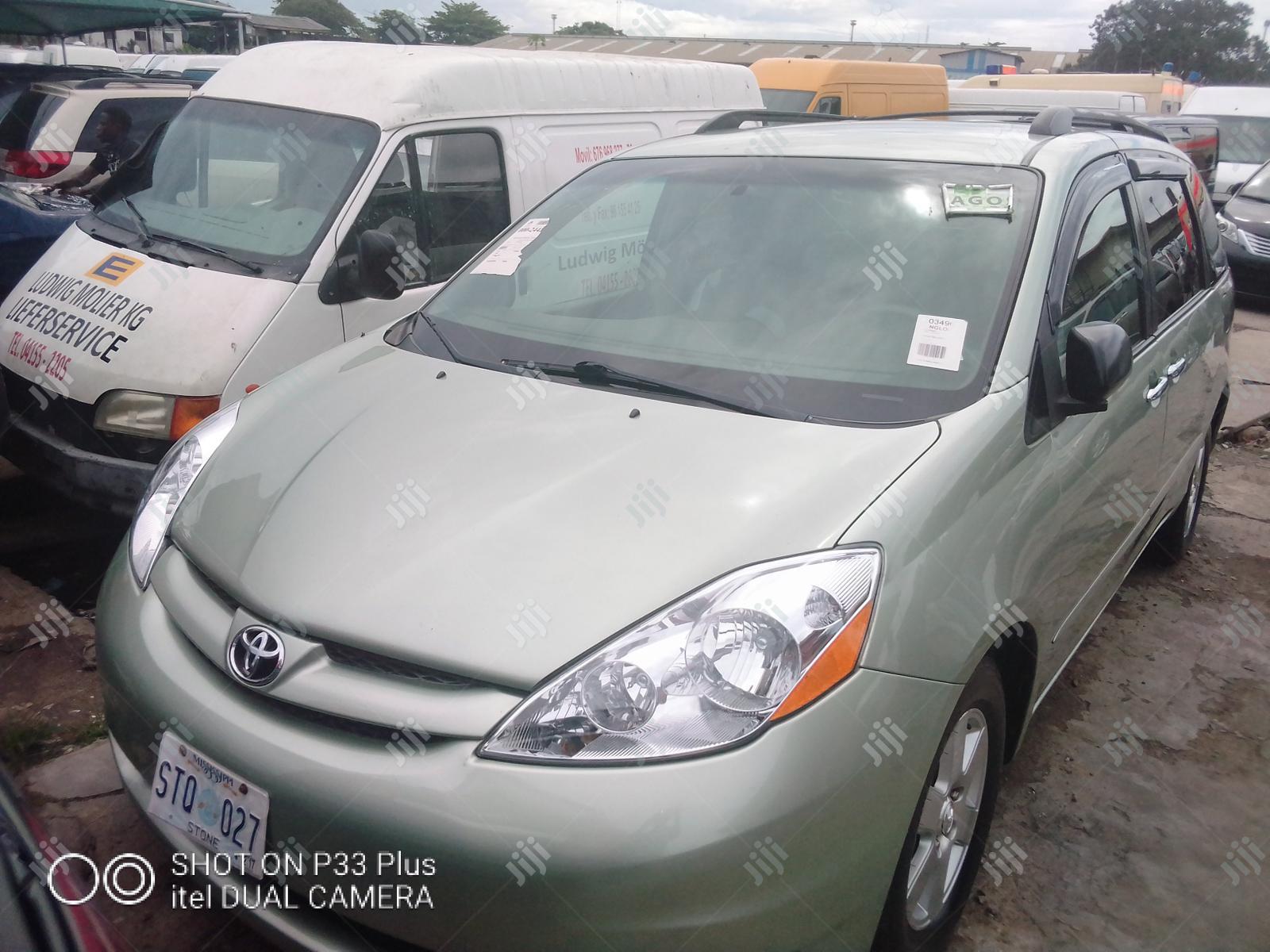 Toyota Sienna 2007 XLE Green