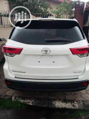 Toyota Highlander 2018 LE 4x4 V6 (3.5L 6cyl 8A) White | Cars for sale in Lagos State, Victoria Island