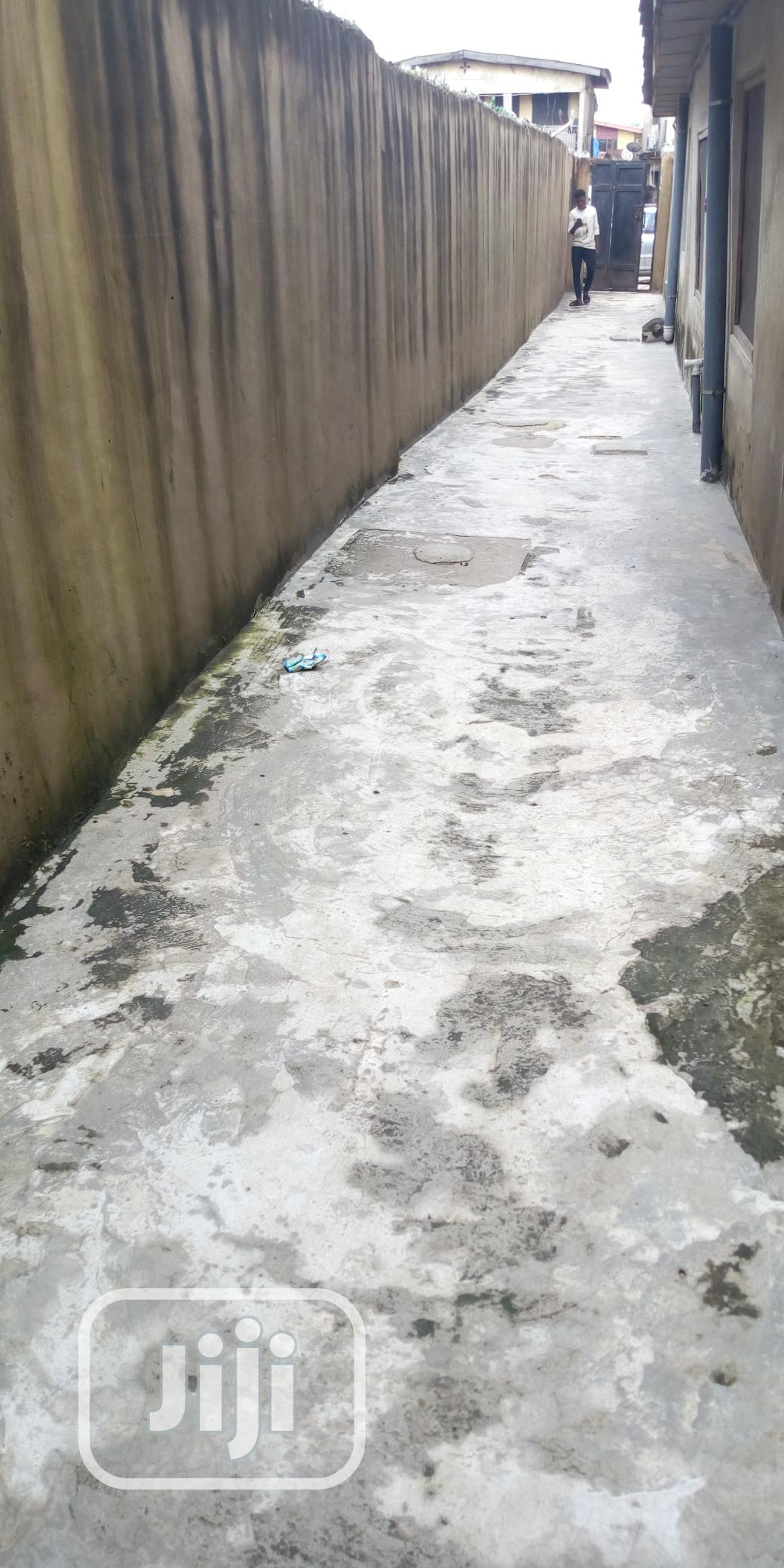 Single Room In Surulere For Rent | Houses & Apartments For Rent for sale in Surulere, Lagos State, Nigeria
