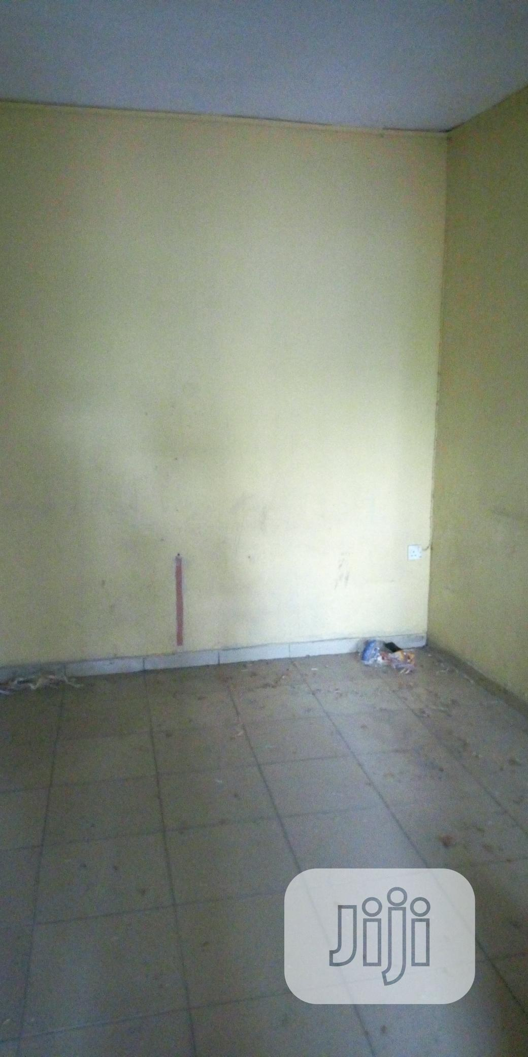Single Room In Surulere For Rent