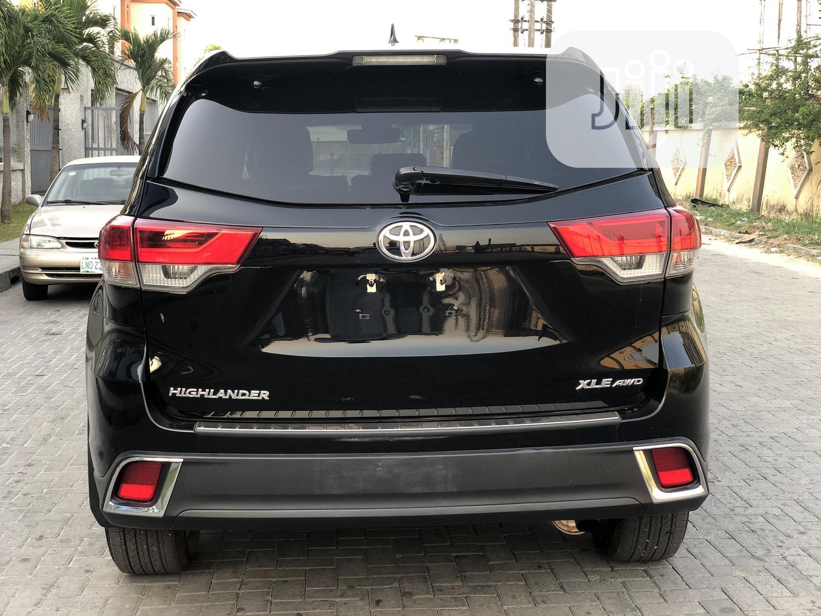 Archive: Toyota Highlander 2018 Black