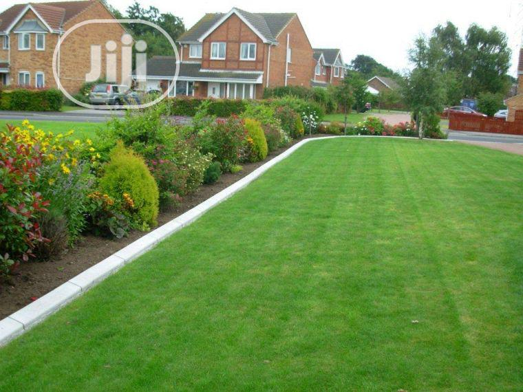 Original & Quality Artificial Green Grass Carpet For Home & Garden/Outdoor.