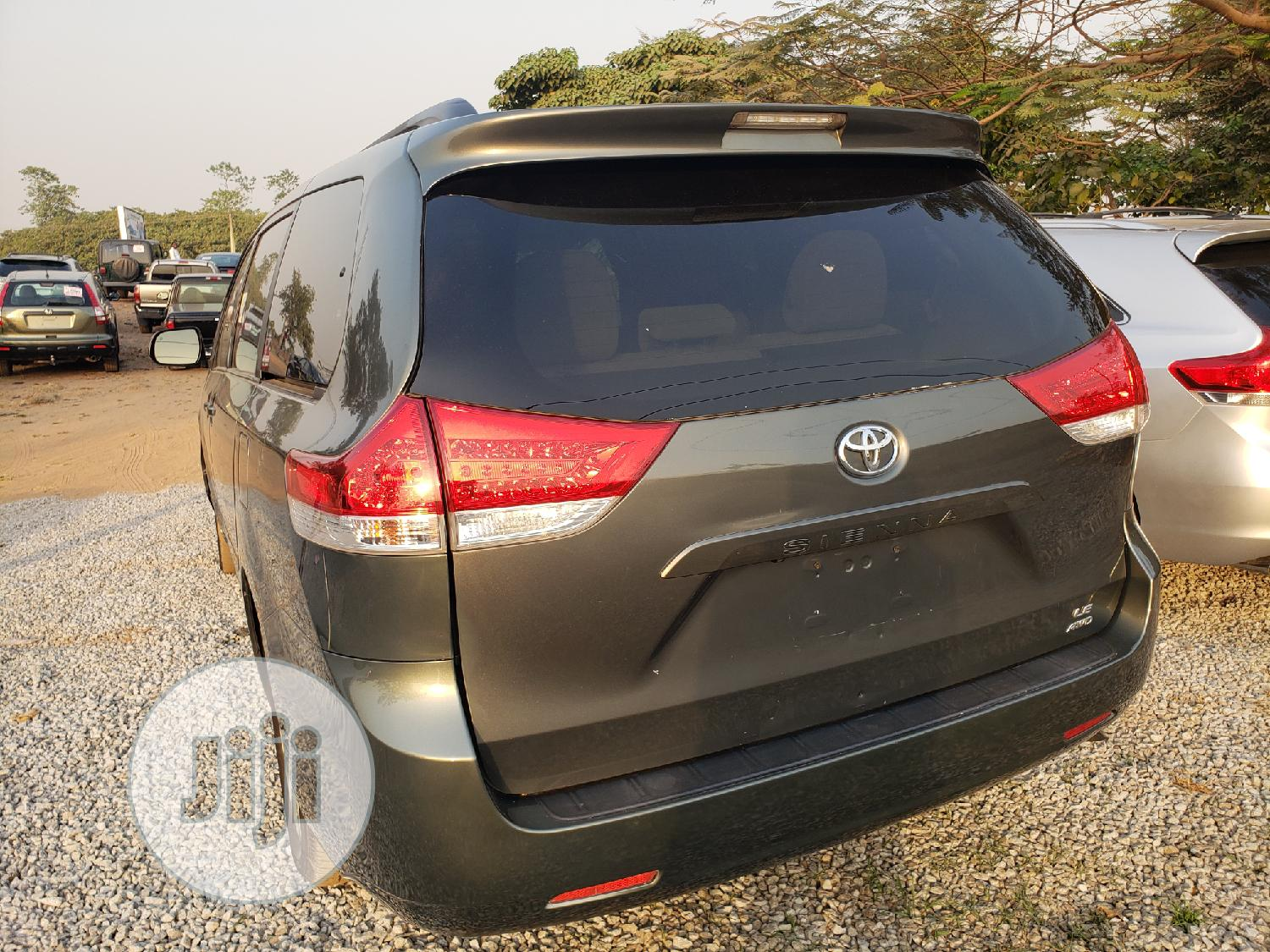 Toyota Sienna 2011 LE 8 Passenger Gray   Cars for sale in Galadimawa, Abuja (FCT) State, Nigeria