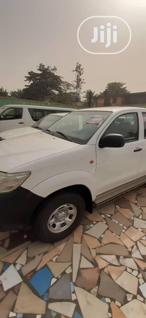 Toyota Hilux 2010 2.0 VVT-i SRX White | Cars for sale in Ikeja, Lagos State, Nigeria