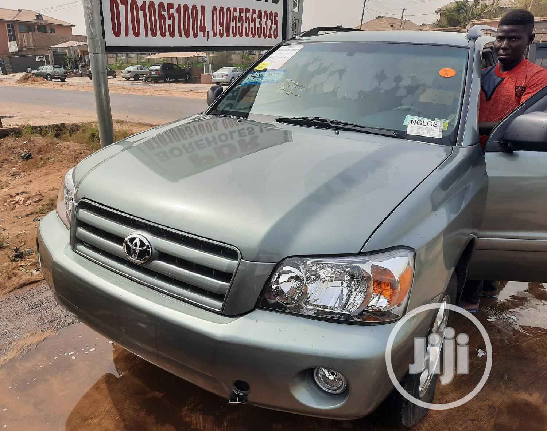 Archive: Toyota Highlander 2006 Limited V6 4x4 Green