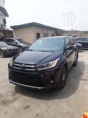 Toyota Highlander 2018 SE 4x2 V6 (3.5L 6cyl 8A) Black   Cars for sale in Lagos State, Amuwo-Odofin