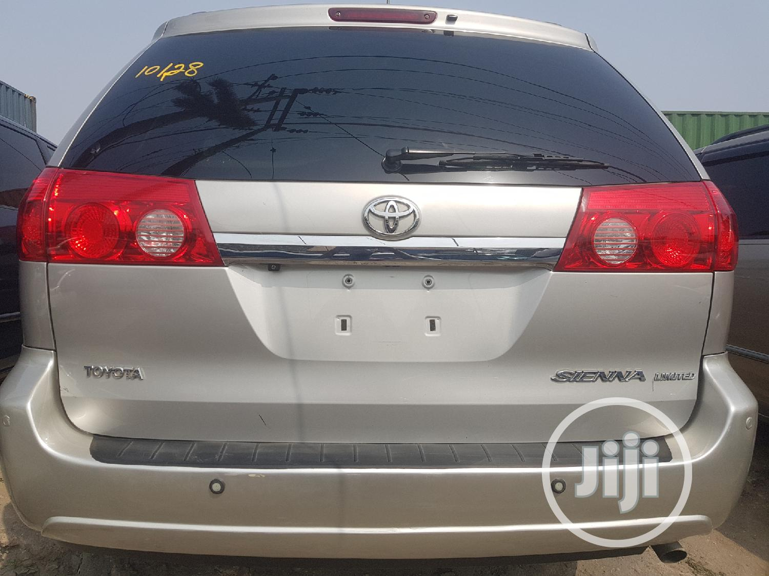 Toyota Sienna 2009 XLE Limited AWD Silver | Cars for sale in Apapa, Lagos State, Nigeria
