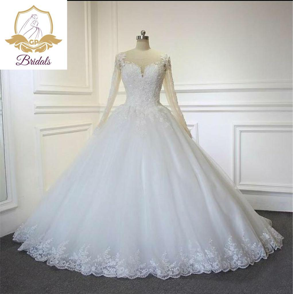 Wedding Gown For Rent With Veil, Basket, Tiara, Bouquet Robe