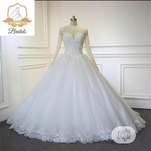 Wedding Gown For Rent With Veil, Basket, Tiara, Bouquet Robe | Wedding Wear & Accessories for sale in Lagos State, Magodo
