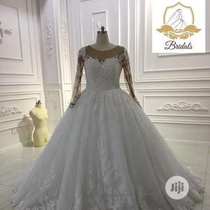Wedding Dress for Rent With Veil, Bouquet and Tiara | Wedding Wear & Accessories for sale in Lagos State, Magodo