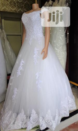 Wedding Gown For Rent With Veil, Basket, Tiara, Bouquet | Wedding Wear & Accessories for sale in Lagos State, Magodo