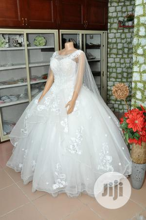 Wedding Gown for Rent With Veil, Basket,Tiara,Bouquet, Robe | Wedding Wear & Accessories for sale in Lagos State, Magodo