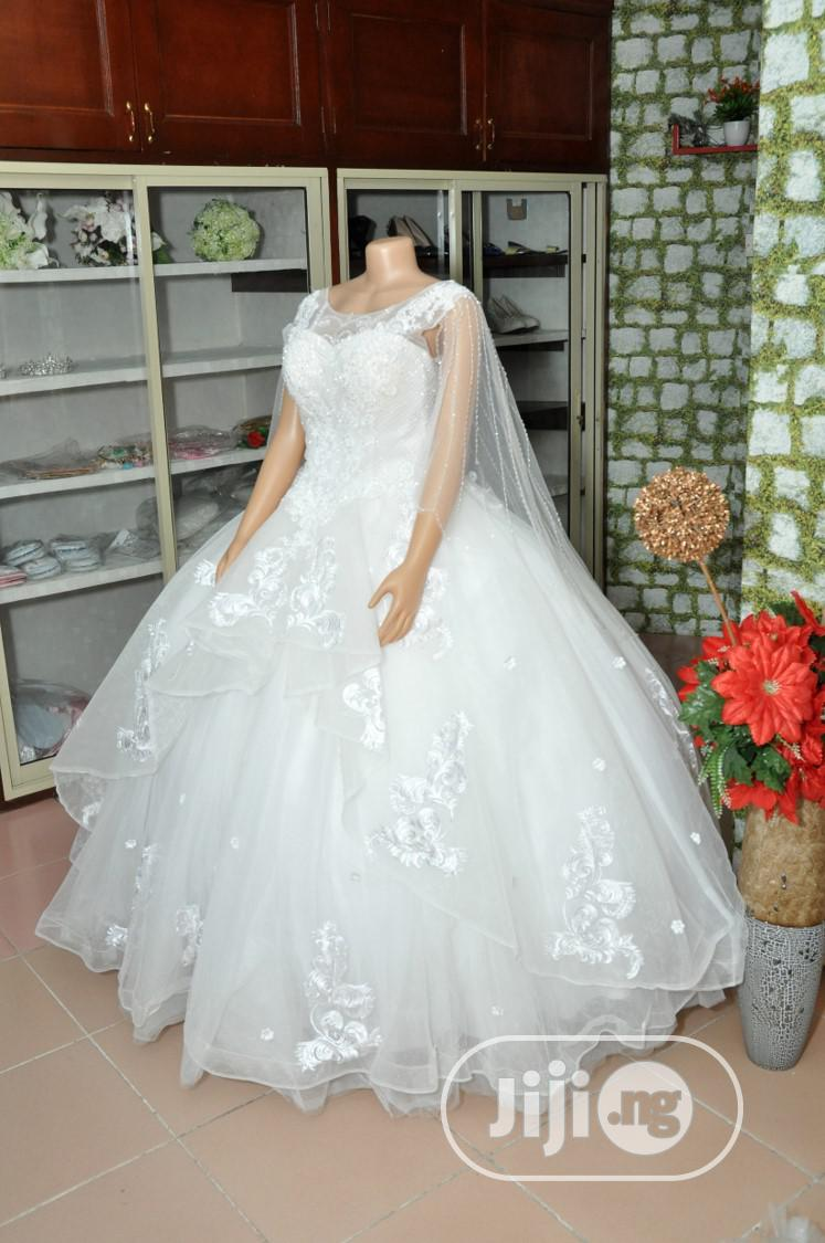 Wedding Gown for Rent With Veil, Basket,Tiara,Bouquet, Robe
