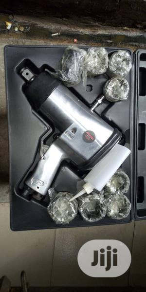 """Professional Air Impact Wrench 3/4"""" Wit Sockets 