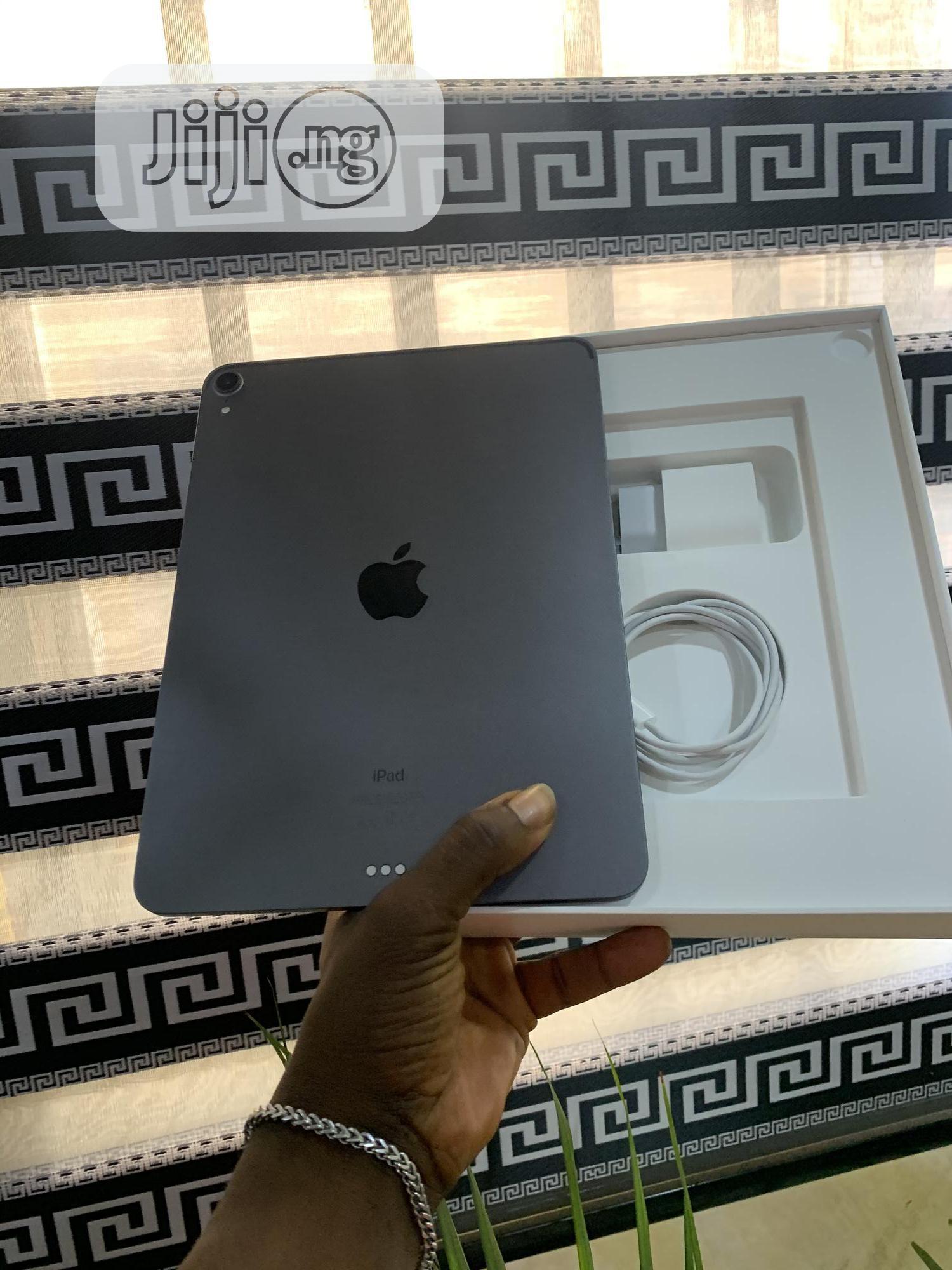 Apple iPad Pro 12.9 (2018) 64 GB Gray