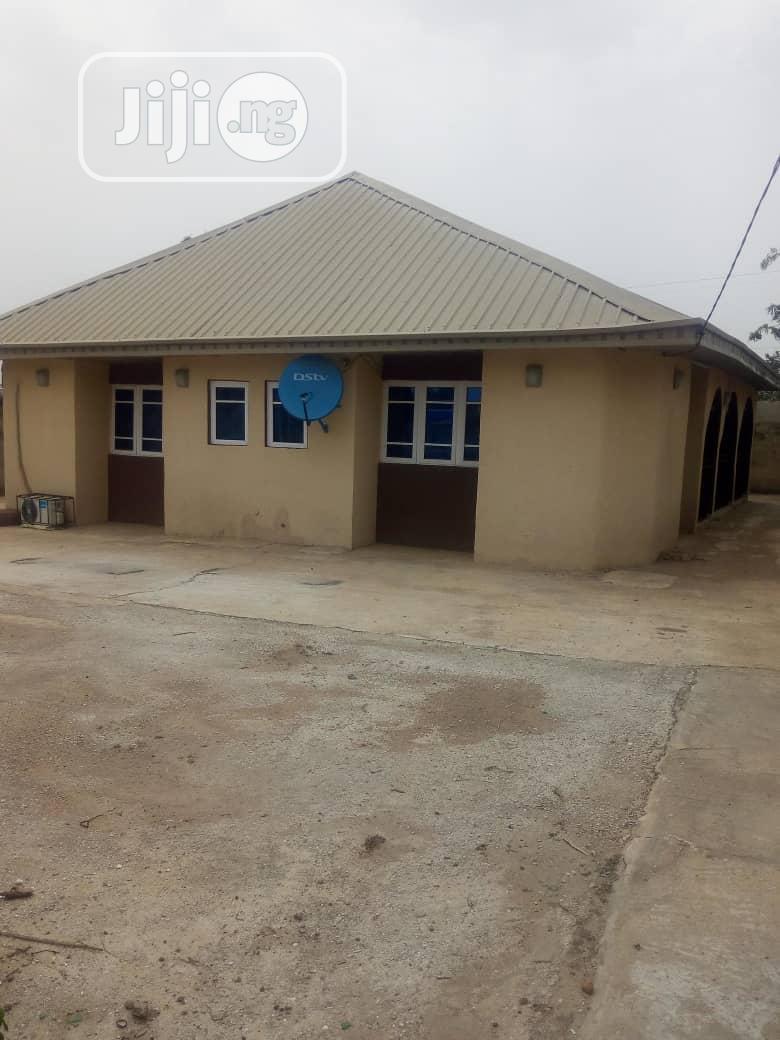 Three Bedroom Flat Apartment Within Ojoo Makinde