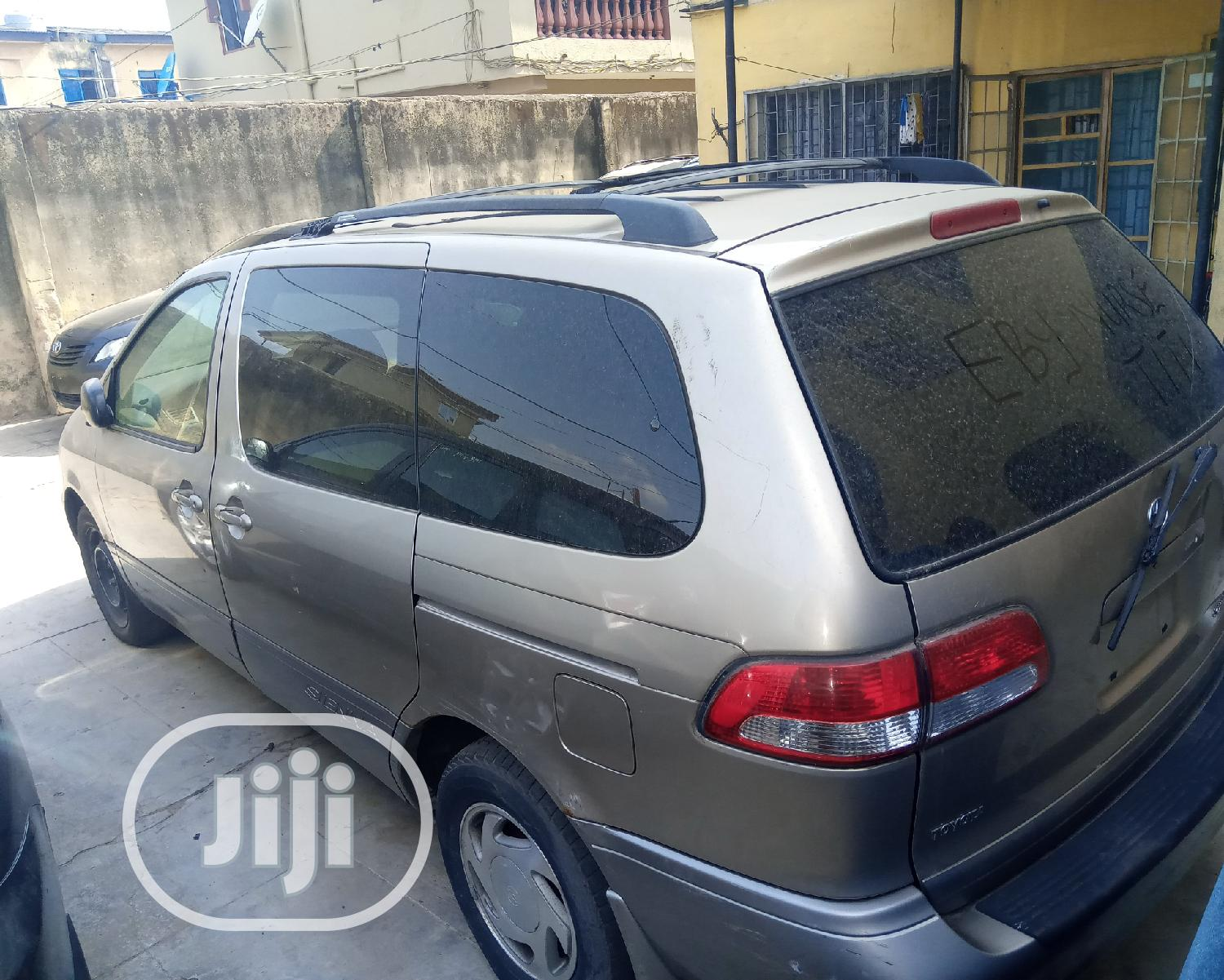 Toyota Sienna 2001 Gold   Cars for sale in Isolo, Lagos State, Nigeria