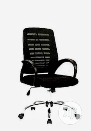 Black Mesh Swivel Office Chair   Furniture for sale in Lagos State, Yaba