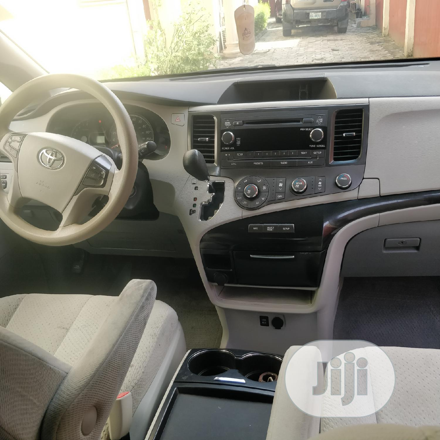 Toyota Sienna 2011 LE 7 Passenger Mobility Blue | Cars for sale in Lekki, Lagos State, Nigeria