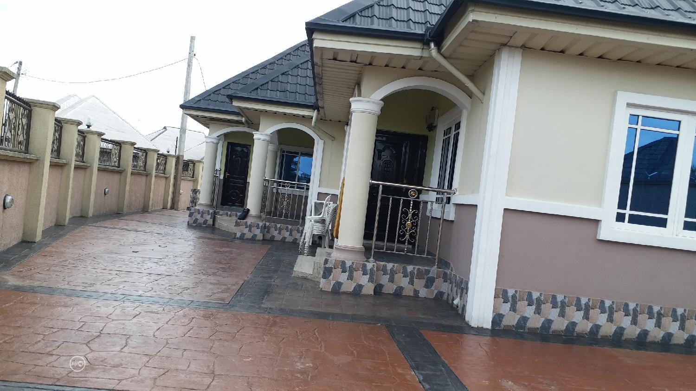 For Sale: 3 Bedrms Flat 1 Bedroom Flat Off 4 Lanes in Uyo