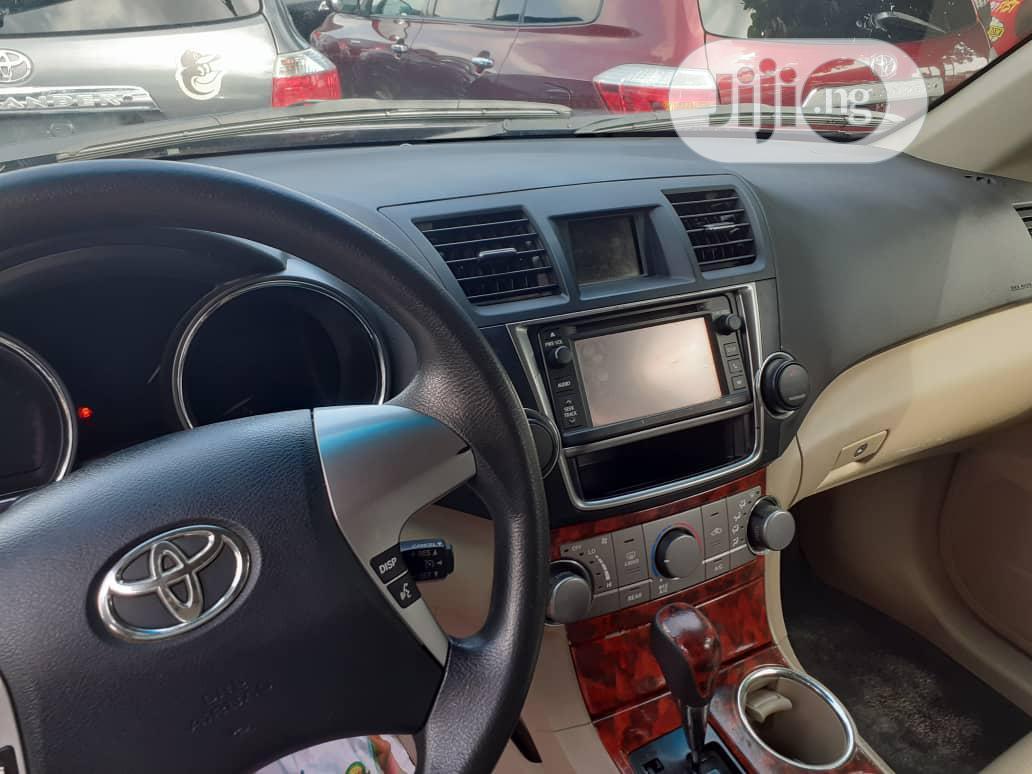 Archive: Toyota Highlander 2012 Limited Brown