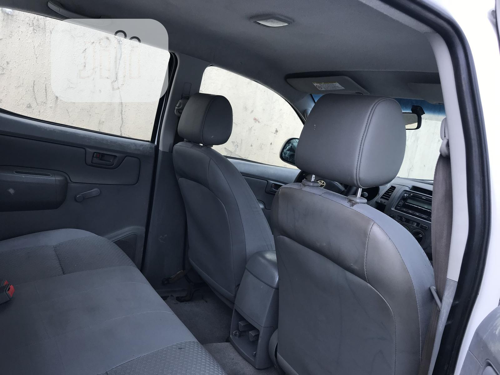 Toyota Hilux 2010 2.0 VVT-i SRX White | Cars for sale in Maryland, Lagos State, Nigeria
