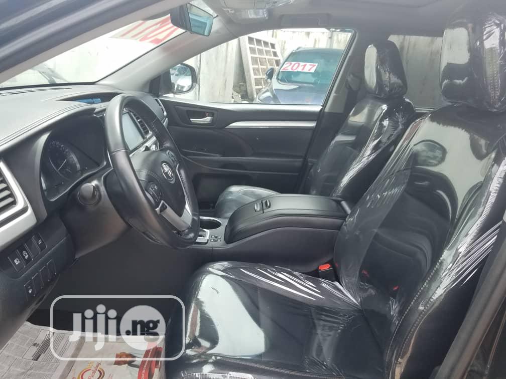 Toyota Highlander 2017 XLE 4x4 V6 (3.5L 6cyl 8A) Black | Cars for sale in Ajah, Lagos State, Nigeria