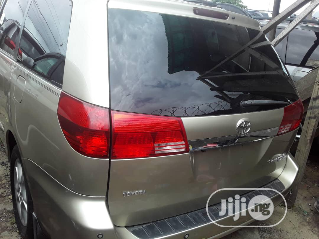 Toyota Sienna 2005 Gold | Cars for sale in Apapa, Lagos State, Nigeria
