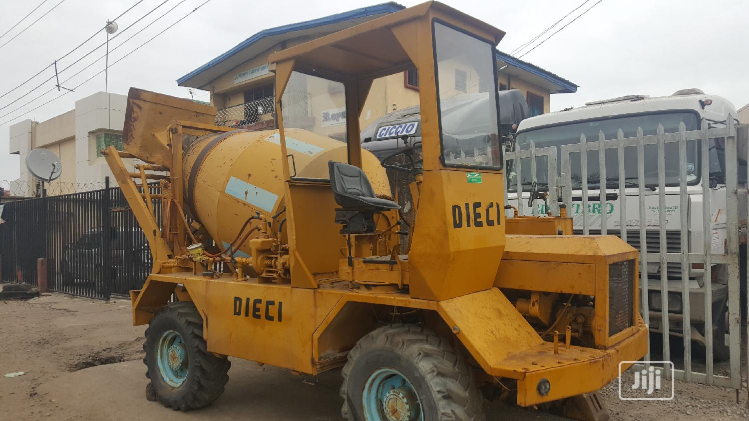 Foreign Used 3.5cubic Self Loader Concrete Mixer DIECI