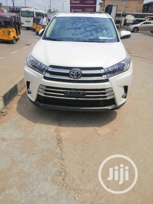 Toyota Highlander 2017 XLE 4x4 V6 (3.5L 6cyl 8A) White | Cars for sale in Lagos State, Lagos Island (Eko)