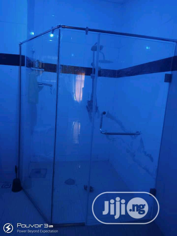 Archive: Shower Cubicle With 10mm Glass
