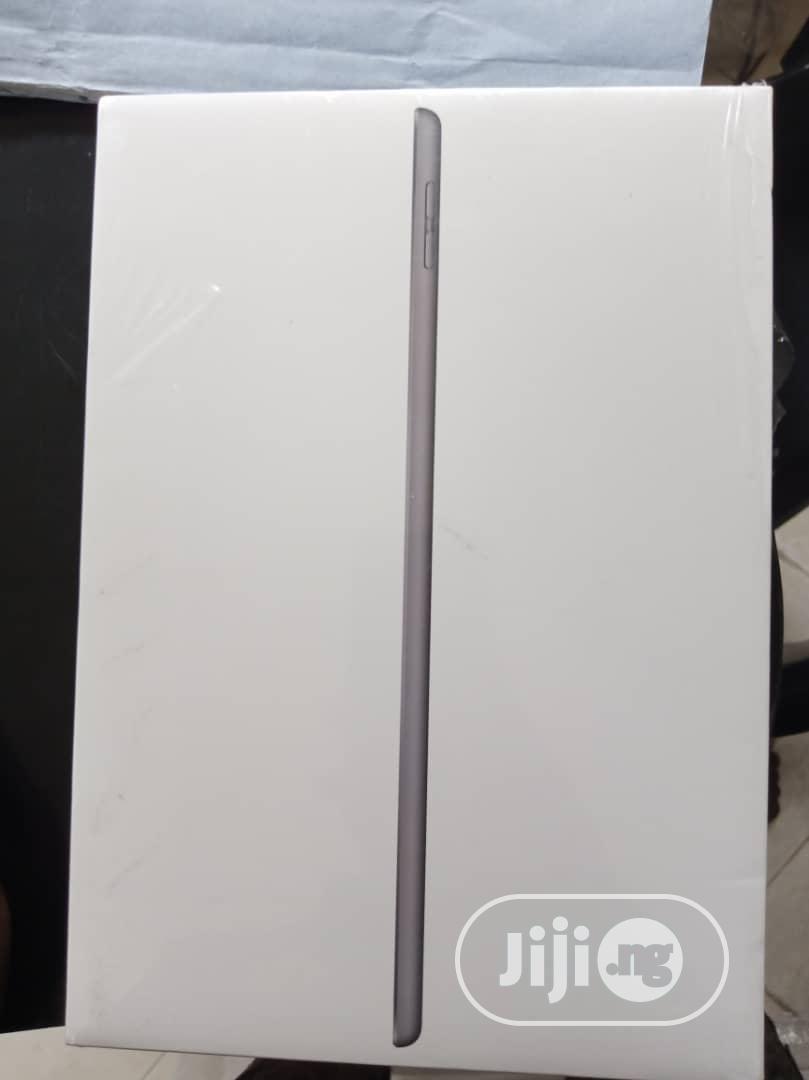 New Apple iPad 9.7 128 GB Gray